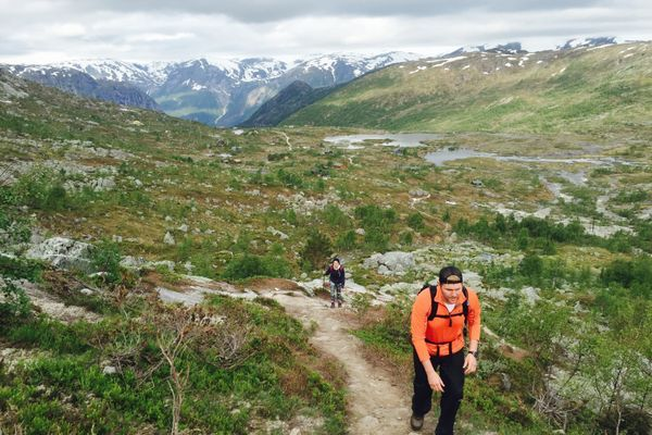 The Do's and Dont's of Hiking Etiquette