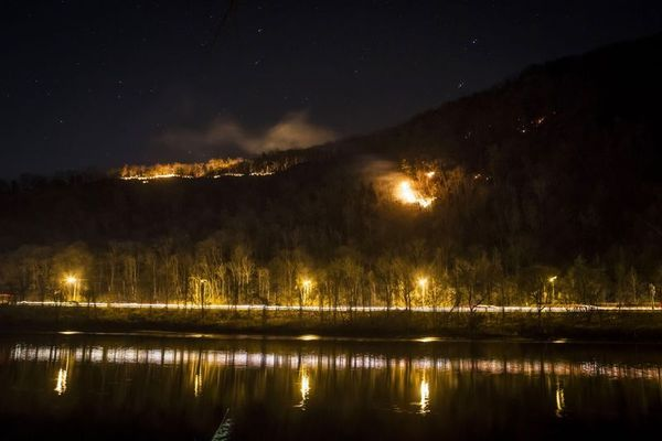 70 Acres Burn Atop Mount Tammany, South of AT in Delaware Water Gap